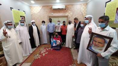 آباء شهداء وعلماء وناشطون في زيارة لمنزل أستاذ البصيرة عبد الوهاب حسين