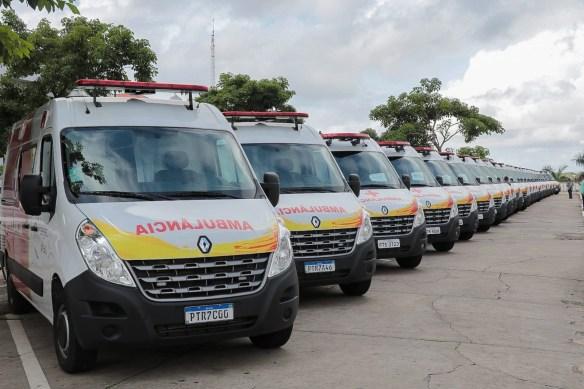 Vinte e quatro das 42 ambulâncias adquiridas com recursos da Alema foram entregues em solenidade no Palácio dos Leões