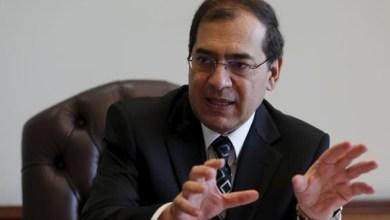 طارق الملا، وزير البترول والثروة المعدنية المصري يتحدث خلال مقابلة مع رويترز في مكتبه في القاهرة، مصر، 29 أكتوبر/تشرين الأول 2015.