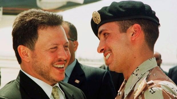 الأمير حمزة يتعهد بالولاء للملك الأردني بعد خلاف عام