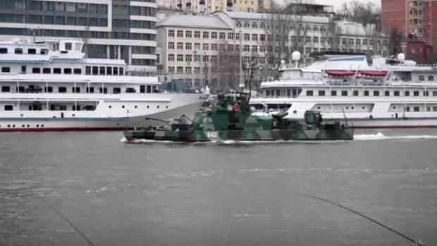 بايدن يقترح عقد قمة وسط توترات بشأن الحشد العسكري الروسي بالقرب من أوكرانيا