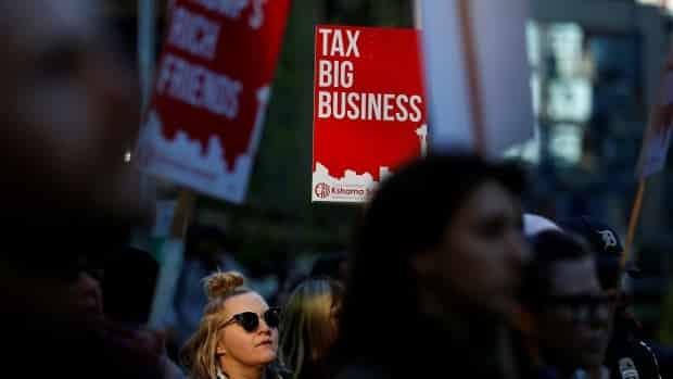 هل حان الوقت الآن لجعل الشركات العالمية تدفع نصيبها العادل؟