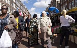 """بسبب فيلدرز الذي وصفهم بـ """"الحثالة"""".. 40 في المائة من مغاربة هولندا لا يشعرون بالارتياح"""
