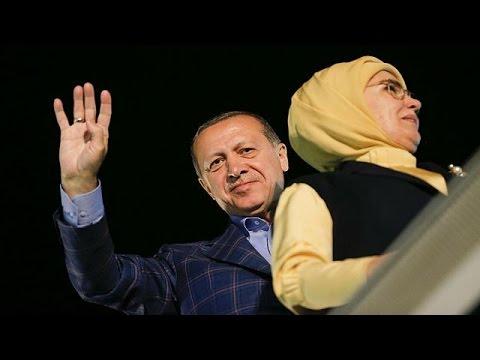 أردوغان وأنصاره يحتفلون بفوزهم بالاستفتاء على التعديلات الدستورية