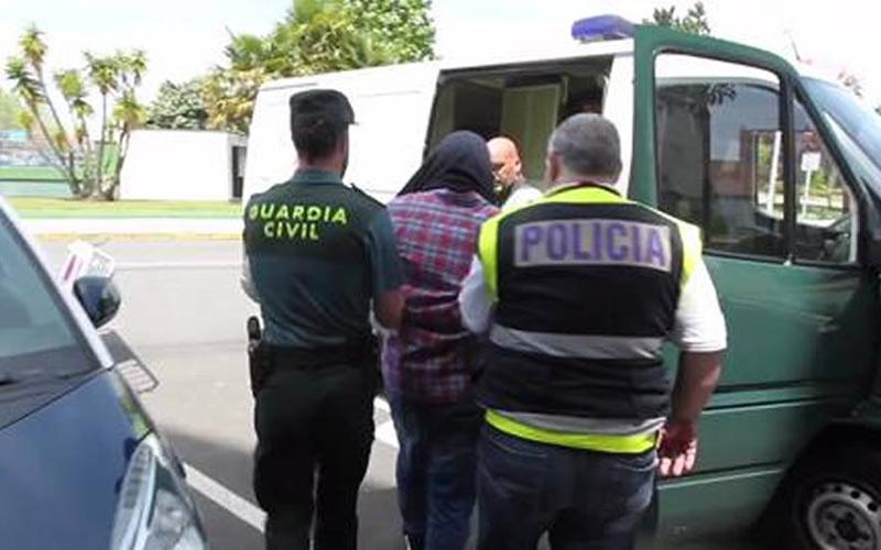 شرطة إسبانيا توقف مغربي بتهمة الانتماء إلى منظمة إرهابية