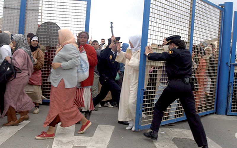 العماري: الوضع في معبر سبتة ومليلية يذكرني بما يحدث أمام الجدار العازل الصهيوني