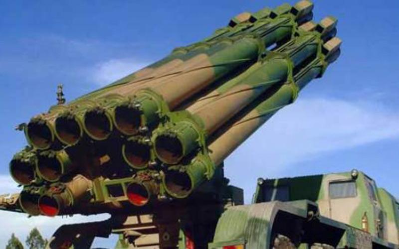 الجيش ينقل عتاد عسكري ضخم إلى القاعدة العسكرية بطانطان