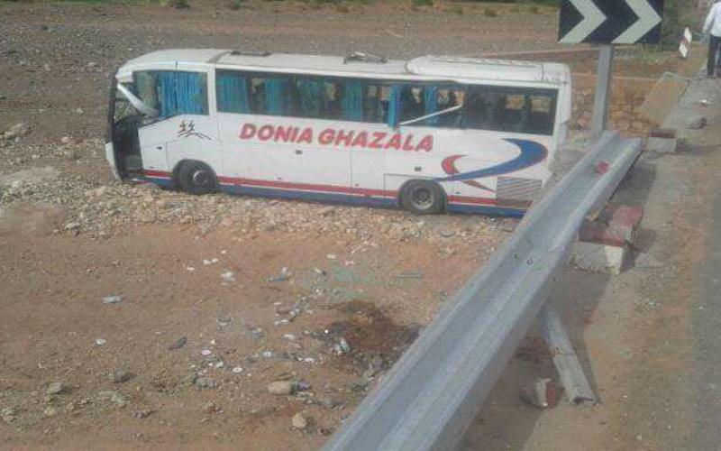 مصرع شخص وإصابة 44 آخرون في إنقلاب حافلة بضواحي ورزازات