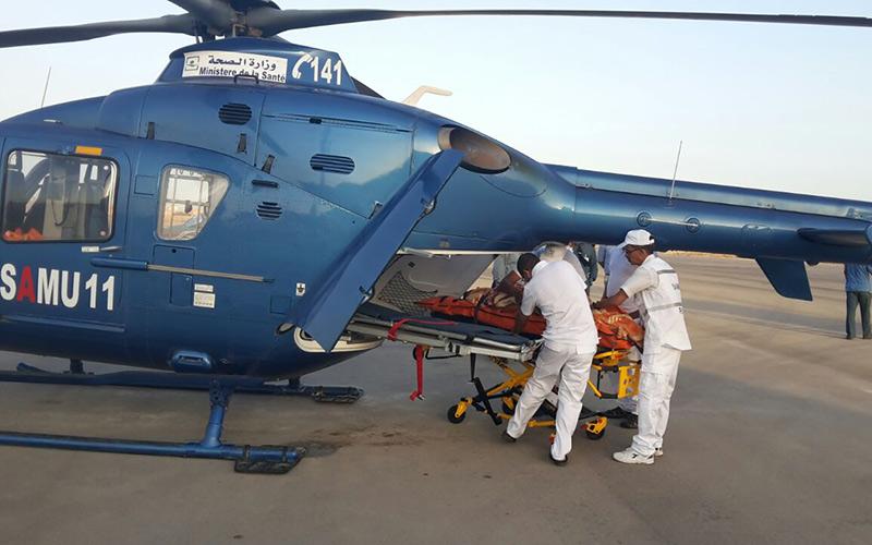 المروحية الطبية لوزارة الصحة تنقل شابا أصيب بكسور إثر سقوطه من علو الطابق الثالث من العيون نحو مراكش