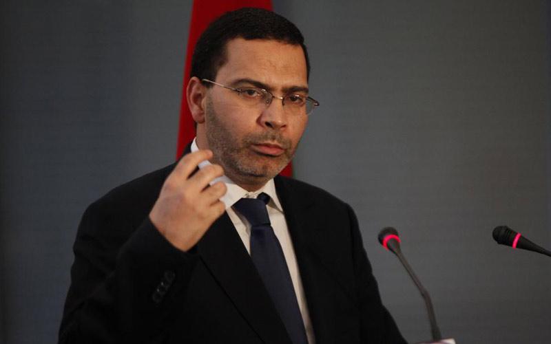 'كتجي مرة فـ5 سنين'.. شباب سيدي بنور ينفضون من حول الوزير السابق الخلفي (فيديو)
