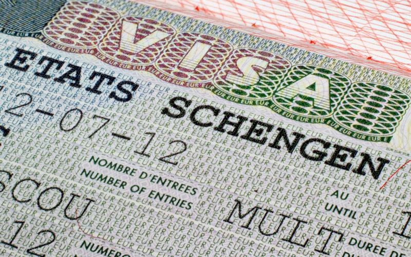 """إيطاليا تعلق الدخول لأراضيها بتأشيرة """"شينغن"""