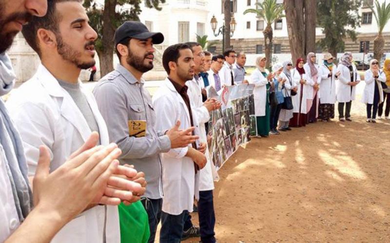 """""""الأساتذة المرسبون"""" يهددون بالدخول في إضراب معركة """"الأمعاء الفارغة"""" بعد خرق محضر لفتيت"""
