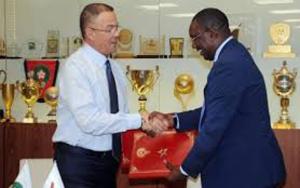 لقجع يوقع اتفاقية تعاون وشراكة مع الاتحاد الزامبي لكرة القدم