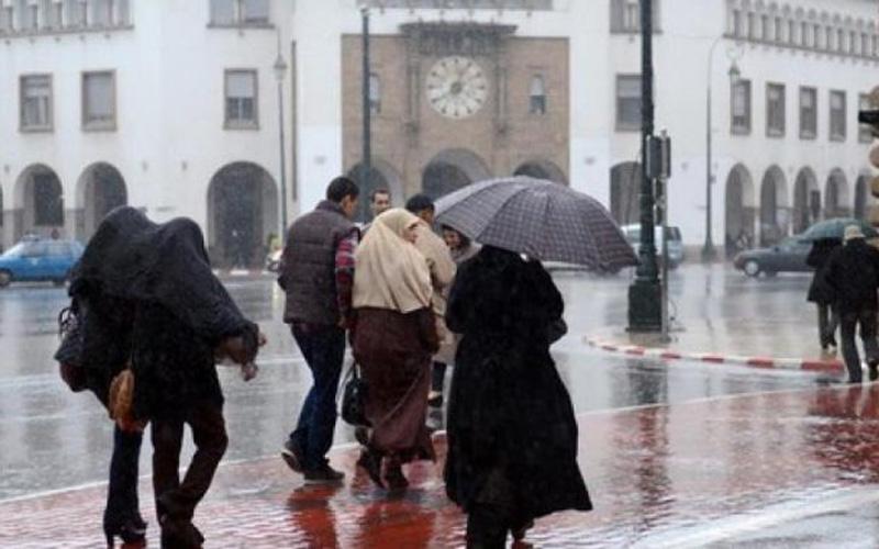 طقس بداية الأسبوع | أمطار وثلوج وزوابع رملية تضرب هذه المناطق المغربية