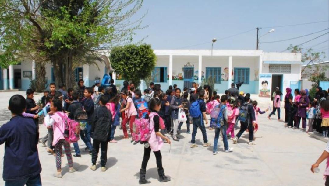 هام للتلاميذ.. توزيع الكتب المدرسية للموسم الحالي ينتهي في هذا التاريخ