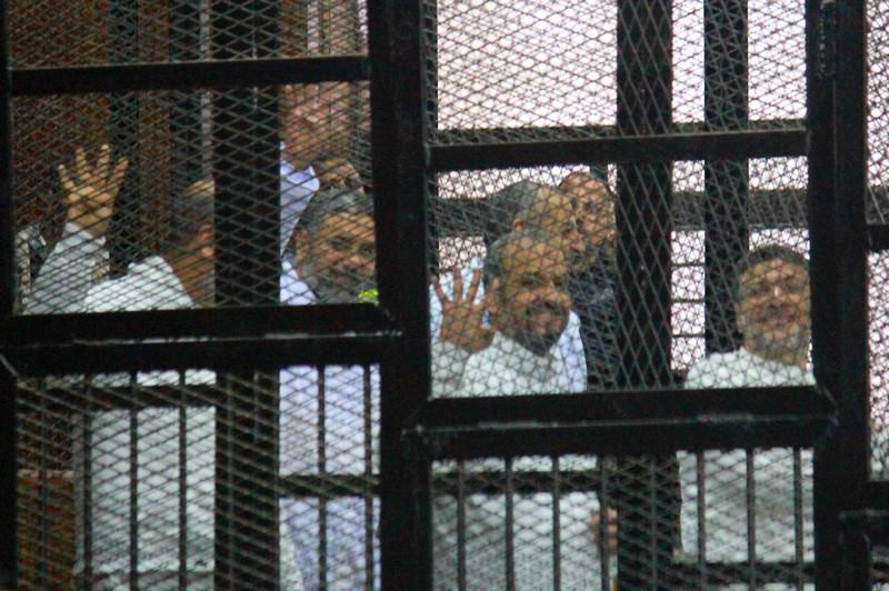 القضاء المصري يثبت السجن المؤبد على مرشد الإخوان و9 قيادات الجماعة