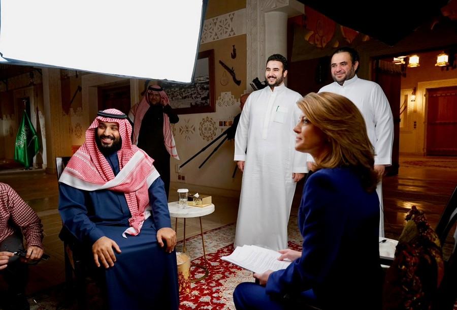 ظهور سارة بنت مشهور أول خروج علني لزوجة بن سلمان وهؤلاء أولادها