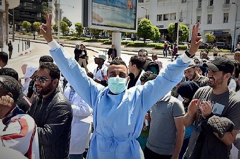 وزارة الدكالي في مأزق.. الممرضون يَشلون مستشفيات المملكة احتجاجا على تماطل الوزارة