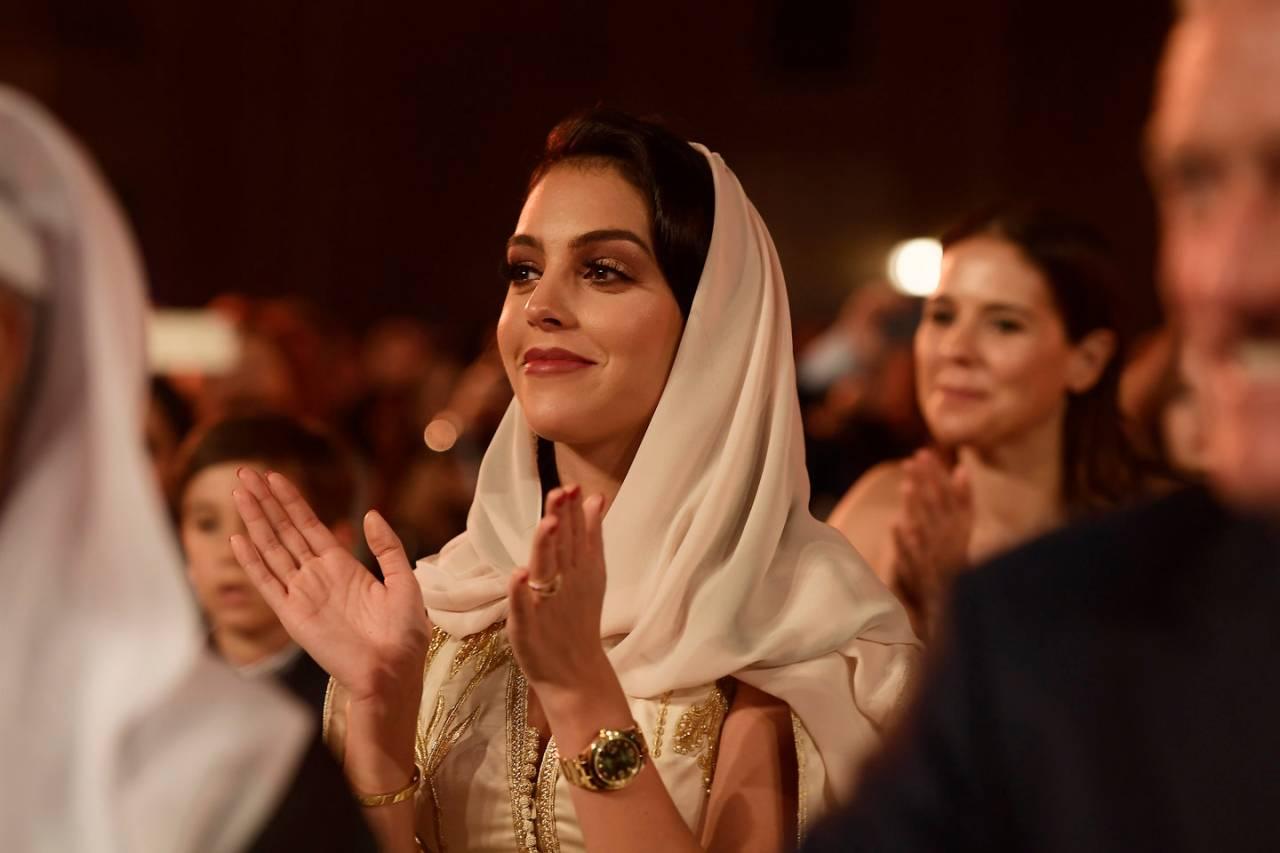 عجبات المغاربة.. زوجة كريستيانو بالقفطان المغربي في حلة محتشمة (صورة)
