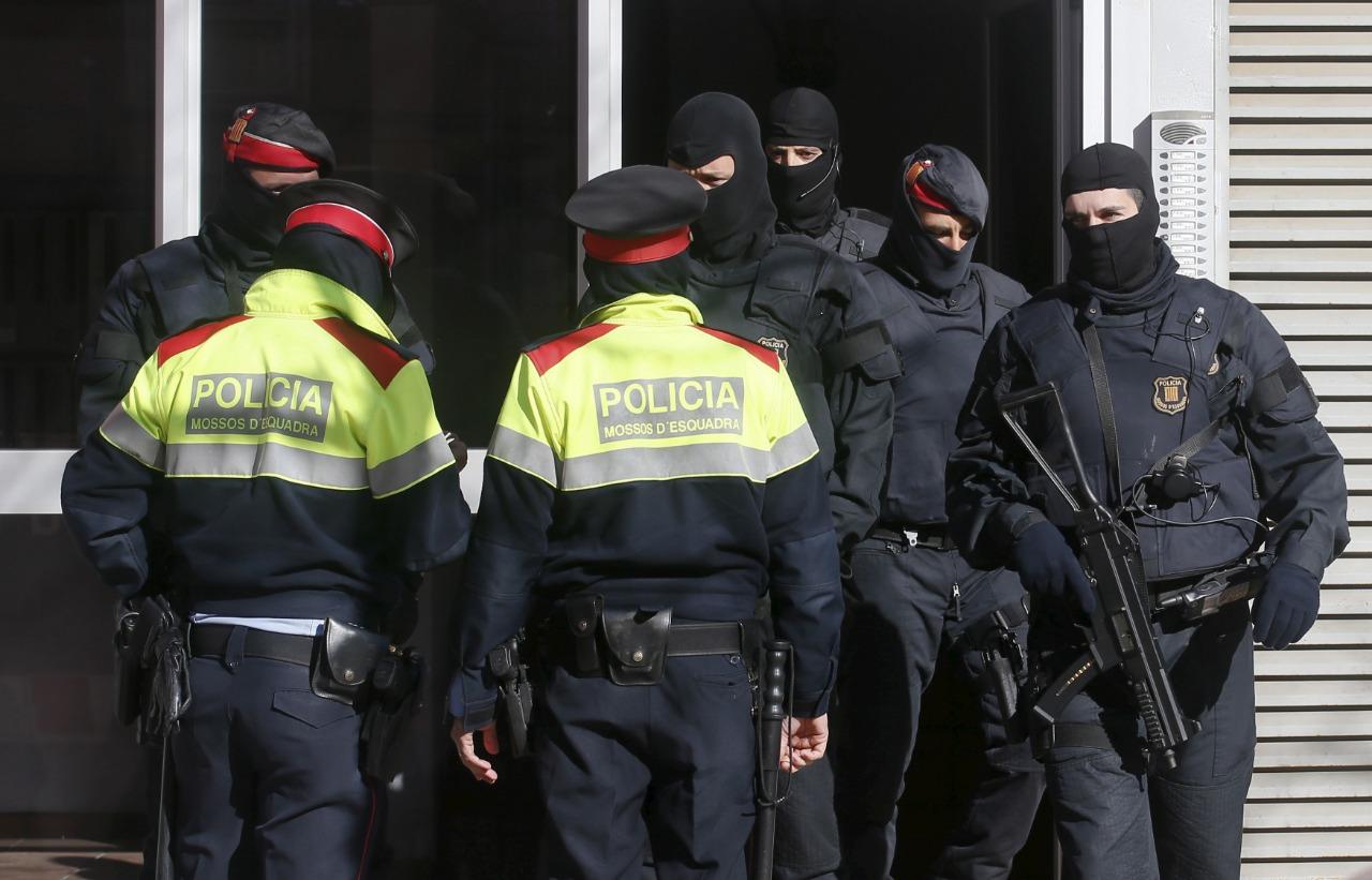 بينهم مغربي.. الشرطة تفكك خلية من 15 جهاديا خططوا لاعتداءات بإسبانيا