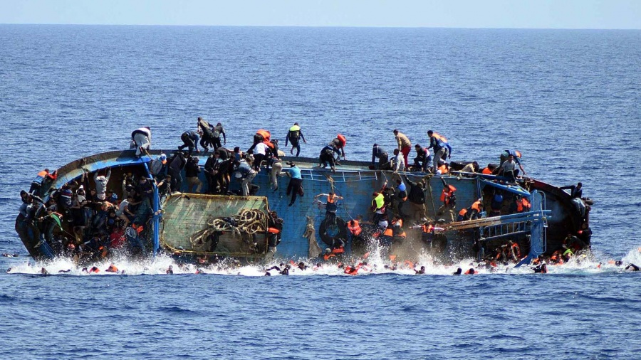 نجاة 'حْرّاك' مغربي وغرق 60 آخرين بالمياه التونسية في طريقهم لأوروبا