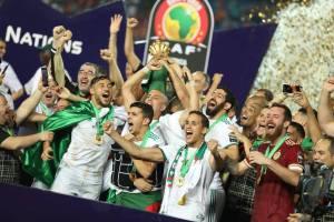حمد الله بعد طول صمت في الكان: مبروك خوتنا الجزائريين. تستاهلوا!!