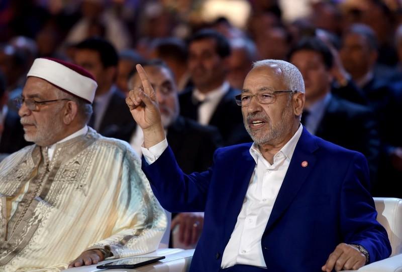 نشطاء 'الفيسبوك' يسخرون من زعيم 'النهضة' التونسية، والسبب: أبطال افريقيا