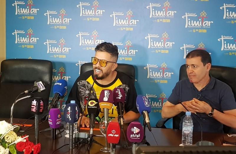حاتم عمور من تيميتار: لن أغني إلا بالمغربية.. واعتباري 'الأول' يُسعدني