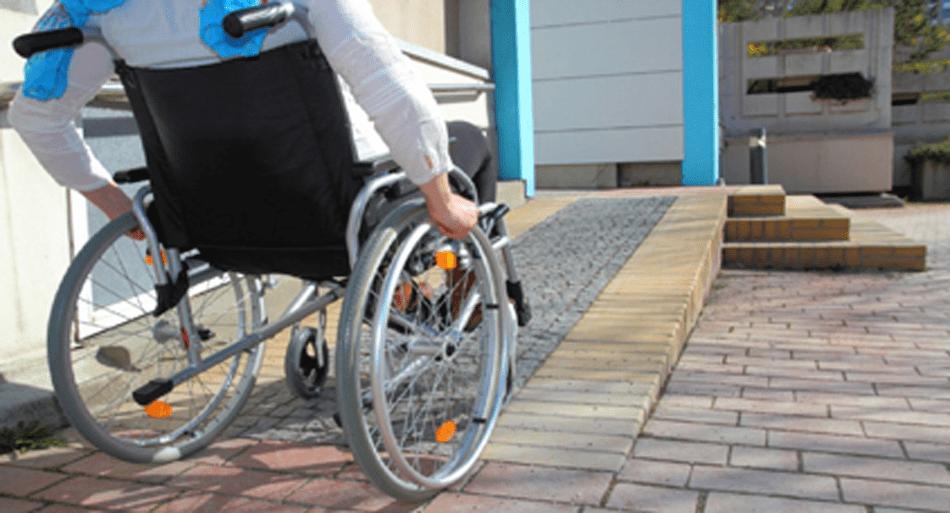 'الأحرار' ينصف المسنين بـ'مدخول الكرامة' والأشخاص ذوي الإعاقة بدعم مدى الحياة
