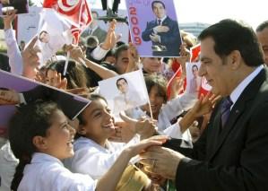 رحيل بن علي.. سنوات الحكم والثورة البوعزيزية والمنفى السعودي