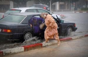 """""""حضيو راسكم"""".. أمطار قوية ورياح عاصفية من الجمعة إلى الأحد بعدد من أقاليم المملكة"""