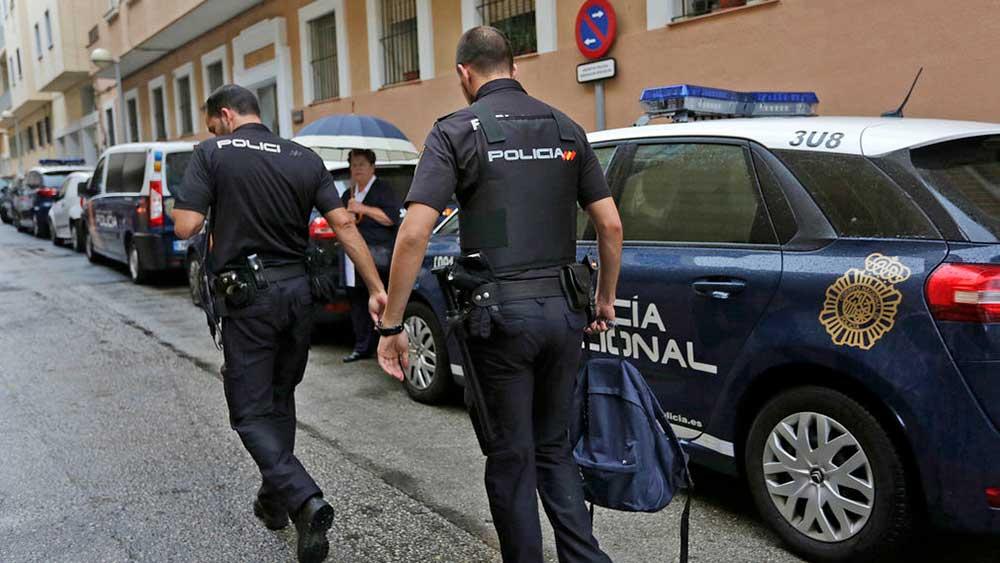 اسبانيا تعتقل عامل صيدلية يبيع اختبارات كورونا مزيفة لمسافرين مغاربة