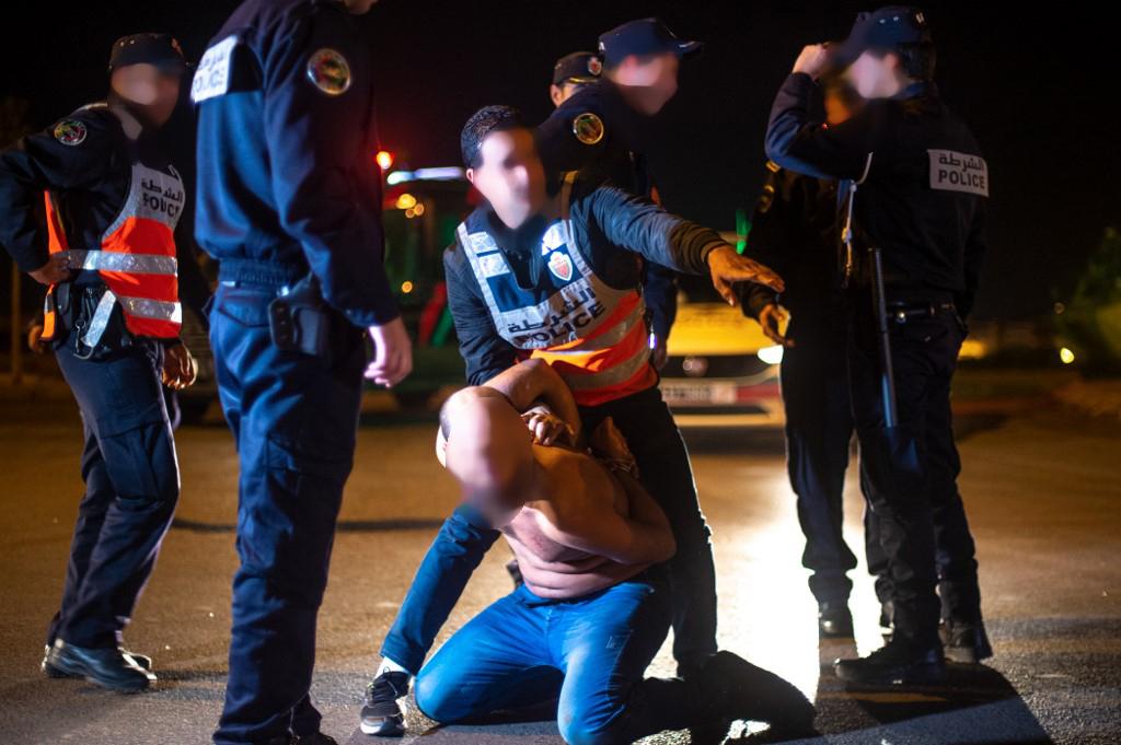 سلا. اعتقال أمريكي متورط في السكر وحمل سلاح ناري ضد مغربي