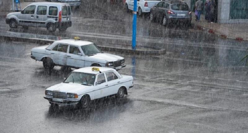 طقس الخميس | أجواء ضبابية بعموم المملكة مع نزول أمطار متفرقة بهذه المناطق