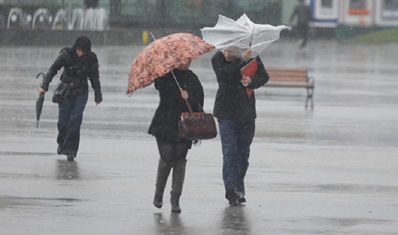 أمطار قوية ورياح عاصفية تضرب عددا من مدن المملكة