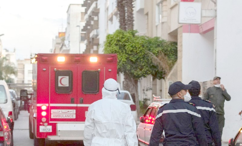 حمضي محذرا المغاربة: تخفيف الاجراءات الاحترازية لا يعني أن فيروس كورونا قد اختفى