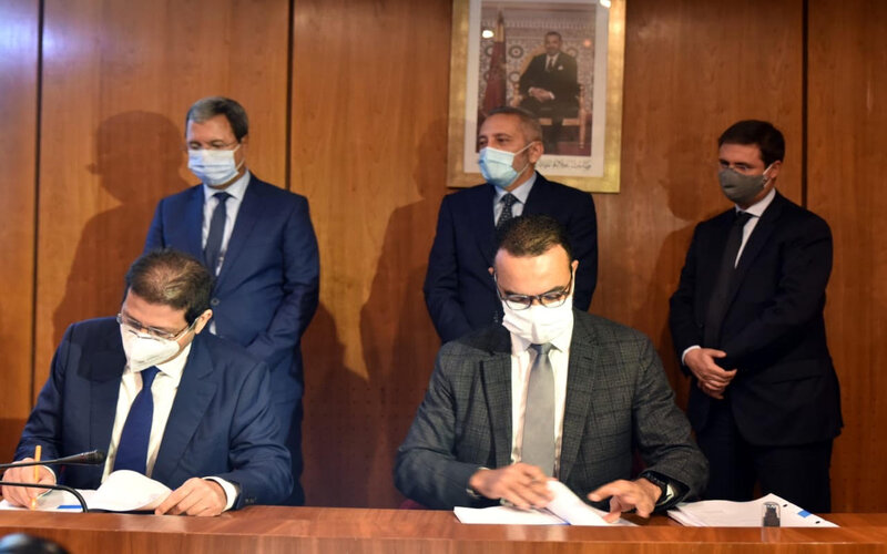 """توقيع عقد استثمار بين مجموعة """"عبد المومن"""" وصندوق الإيداع والتدبير للاستثمار"""