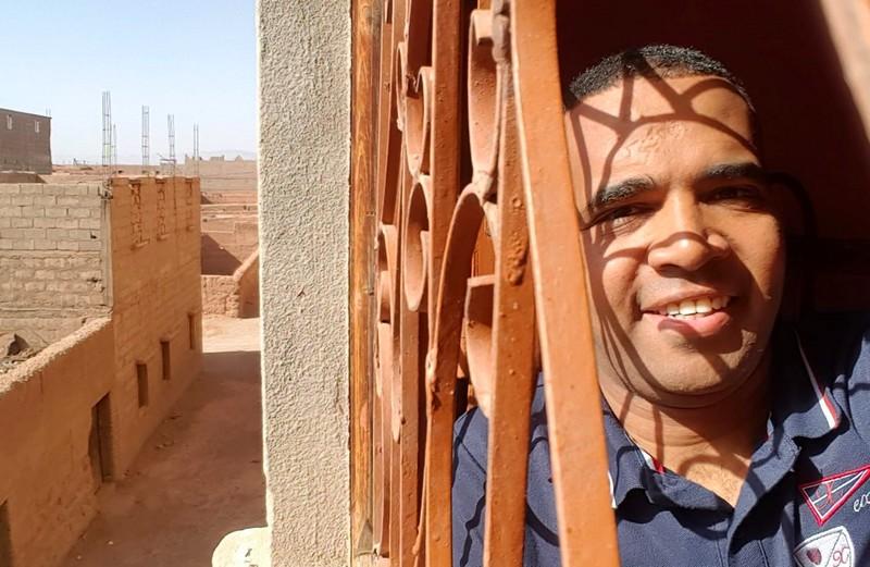 باسو ينهي سخريته من السياسيين ويستقيل من 'ناطق غير رسمي'