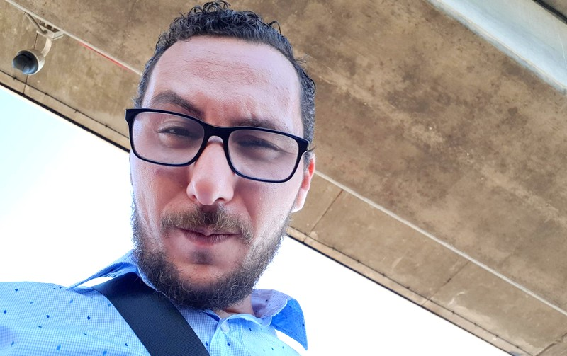 صامد غيلان بعد ضجة موقفه من فرنسا: أنا آخر واحد يبيع الوطن أو الدين ديالو!