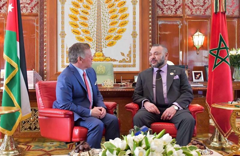 الملك محمد السادس يتصل بعبد الله الثاني ويعلن تضامنه الشديد مع الأردن