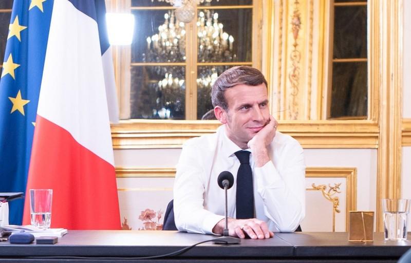 الفرنسيون غاضبون من فشل الحكومة في القضاء على كورونا.. وماكرون يخاطبهم