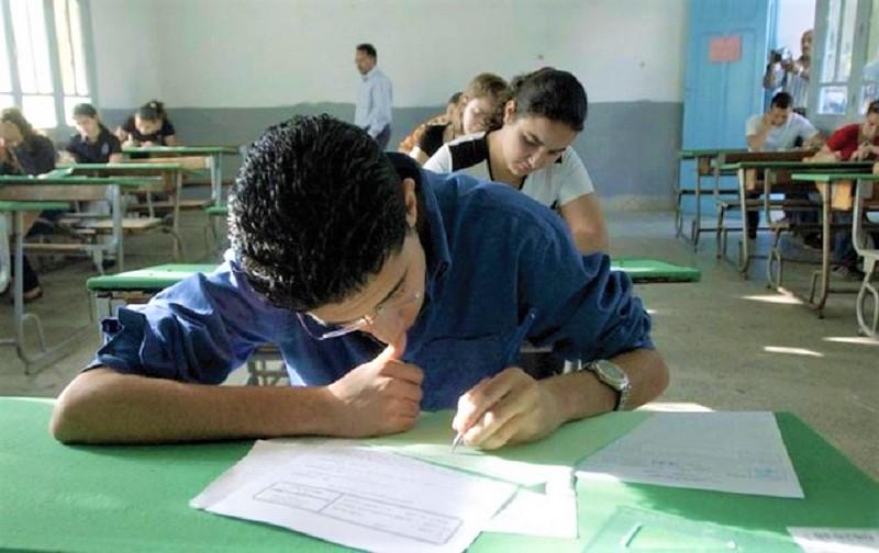 """وزارة التعليم تفتح باب ترشيحات الأحرار لنيل شهادة دروس """"السادس"""" و""""التاسعة"""""""