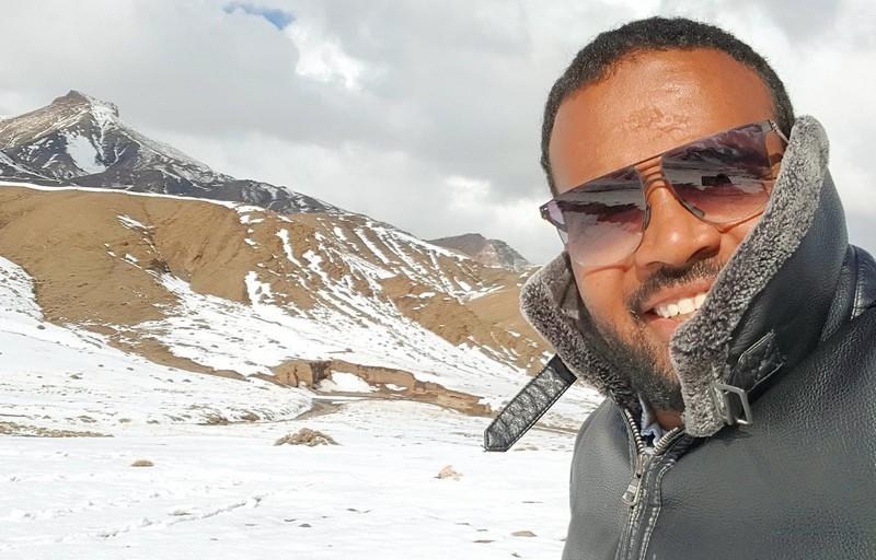 بعد 'طاكسي فين غادي'.. باسو يعود لانتقاد السياسيين في 'ناطق غير رسمي'