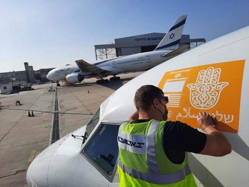 """رمز """"الخميسة"""" يُزين أول رحلة جوية مباشرة بين إسرائيل والمغرب"""