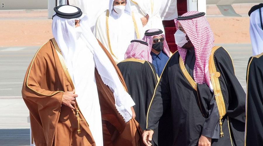 بعد ثلاث سنوات من القطيعة.. بن سلمان يستقبل تميم بالأحضان قبيل القمة الخليجية