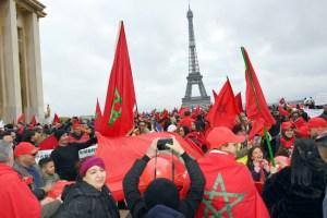 مغاربة أوروبا يحتجون بباريس ضد الجزائر ويطالبون بإعادة مغاربة تندوف المحتجزين