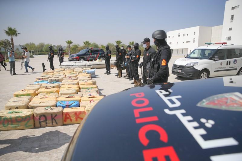 طنجة. مديرية الحموشي تسقط عصابة 7 أشخاص تنشط في تجارة المخدرات دوليا