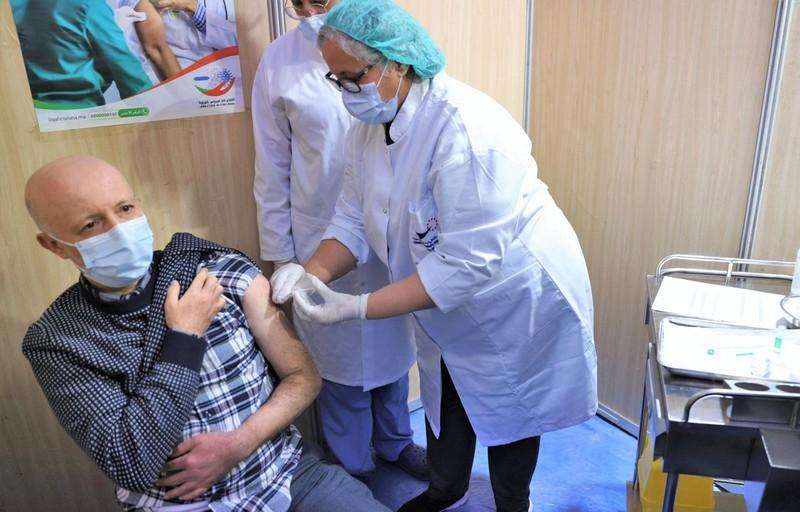 من الرباط.. تطعيم أولى الأطر الصحية باللقاح المضاد لكورونا تمهيدا لباقي الفئات