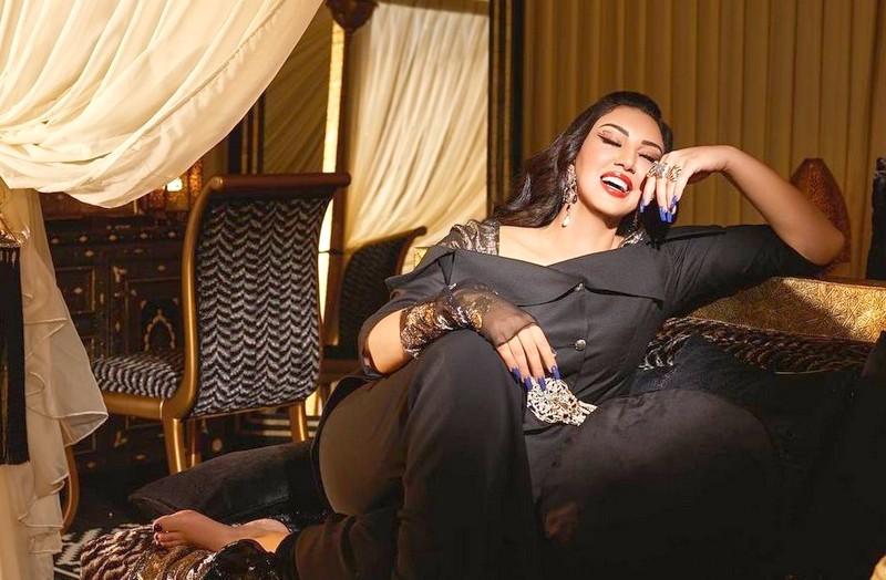 أسماء لمنور تحتفل بنسبة المشاهدات القياسية لأغنية 'يديرها الحب'