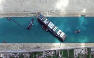 بعد أزمة شدت انتباه العالم.. السيسي يعلن تحرير السفينة الجانحة بقناة السويس
